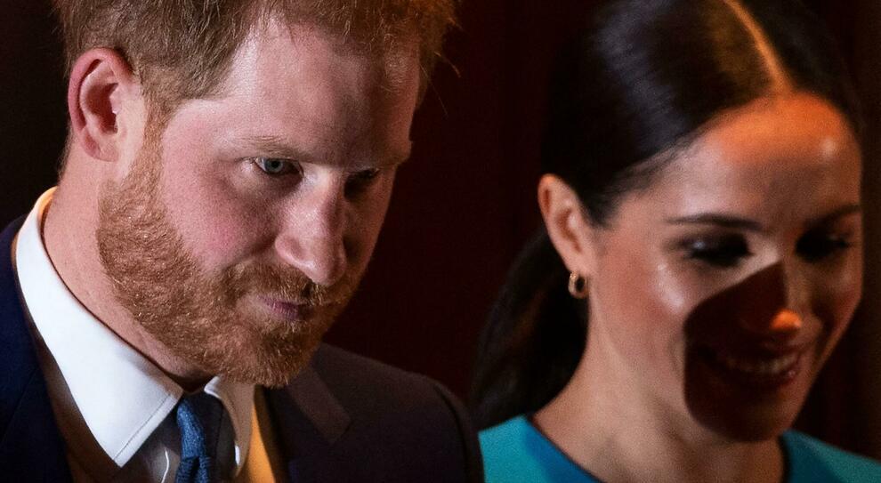 Meghan Markle punta il dito contro Buckingham Palace: «Diffondono falsità su me e Harry»
