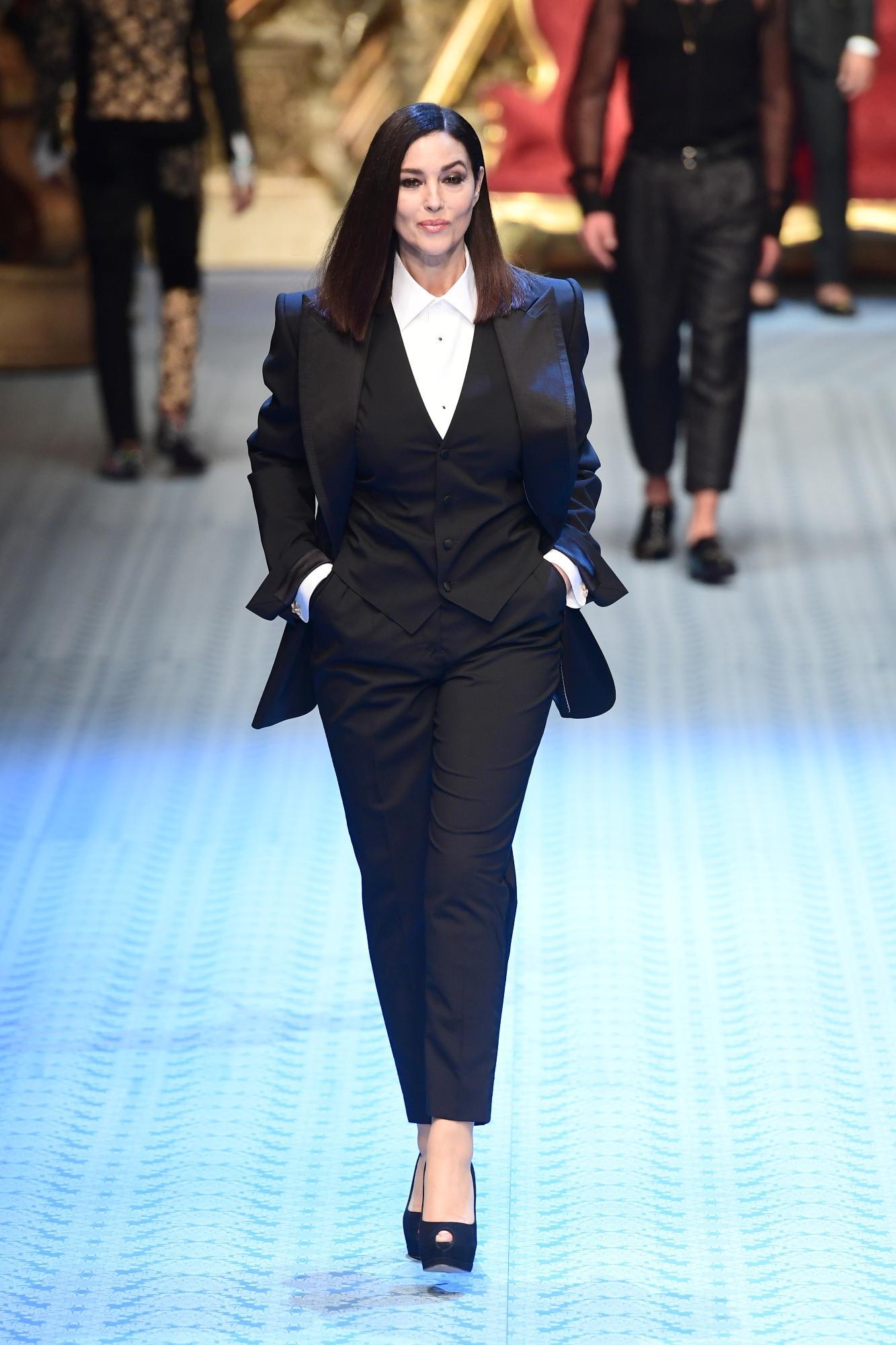 Monica Bellucci torna in passerella dopo 26 anni: a Milano per Dolce & Gabbana
