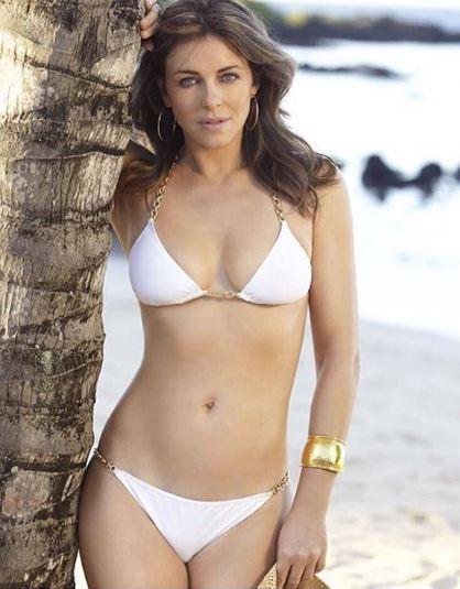 Liz Hurley sfoggia un bikini da urlo: 51 anni e non vederli
