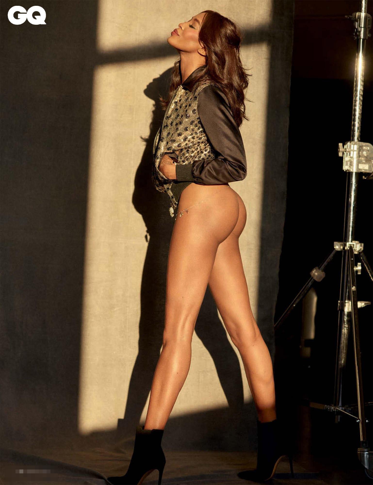 Naomi Campbell, fisico perfetto a 46 anni nelle foto per GQ