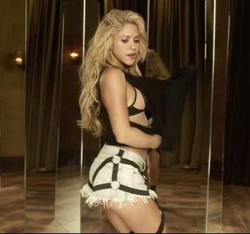 """Shakira: """"Non vado in pensione grazie a Piqué"""""""