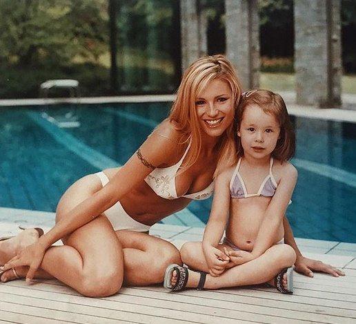 Michelle Hunziker ventenne e il video inedito con baby Aurora: