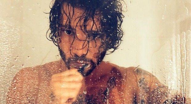"""Stefano De Martino senza veli su Instagram, fan vanno in visibilio: """"Che Dio ti benedica"""""""