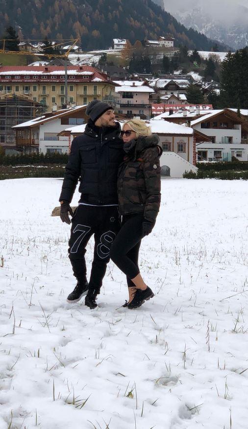 Wanda Nara ha voglia di neve, Mauro Icardi prende l?elicottero per portarla sui monti