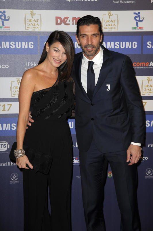 Gigi Buffon e Ilaria D?Amico, eleganti e felici al Gran Galà del calcio