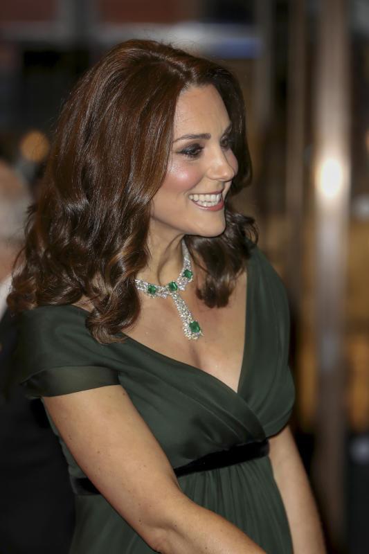 Kate Middleton radiosa sul red carpet con William