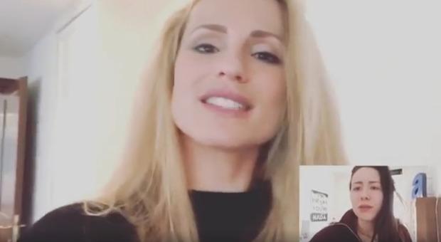 Michelle Hunziker e le videochiamate, la gag con Aurora fa il giro del web