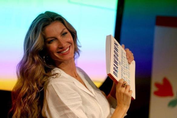 Gisele Bündchen compie 38 anni: ecco il suo libro autobiografico