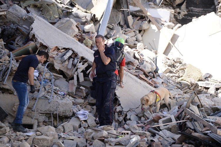 Terremoto, incubo senza fine: nuove scosse, la più forte di magnitudo 4.8. I morti salgono a 268