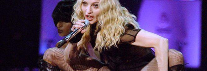 """Madonna, la confessione choc: """"Sono stata violentata e insultata"""""""