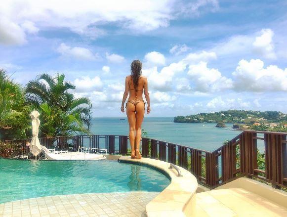 Joanna Krupa, completamente nu. da sotto le nuvole: una pioggia di like