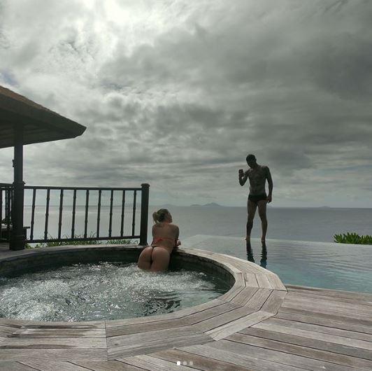 Wanda Nara e Mauro Icardi, vacanza a luci rosse alle Seychelles