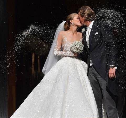 Matrimonio extralusso per l'erede Swarovski: sull'abito ci sono 500mila cristalli
