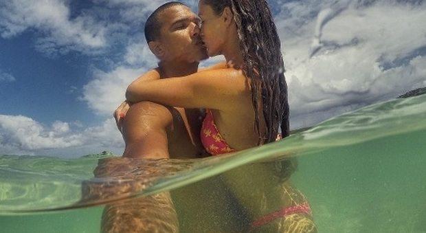 Gracia De Torres e Daniele Sandri, vacanze da sogno e coccole hot in acqua