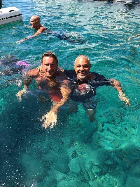 """Ponza, gelato in mare per Francesco Totti e Simone Inzaghi. Il """"Barchino"""" di Alfio Boschi colpisce ancora"""