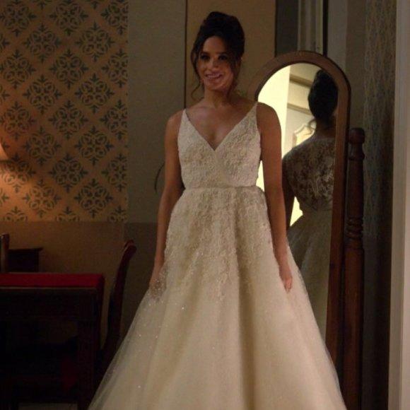 Meghan Markle ha scelto l abito da sposa  ecco i nomi degli stilisti 0a1ba9a40de