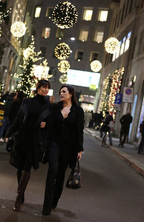 """Alena Seredova, passeggiata con l'amica col pancino """"nascosto"""""""