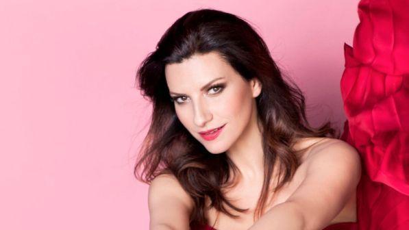 Laura Pausini firma le frasi dei