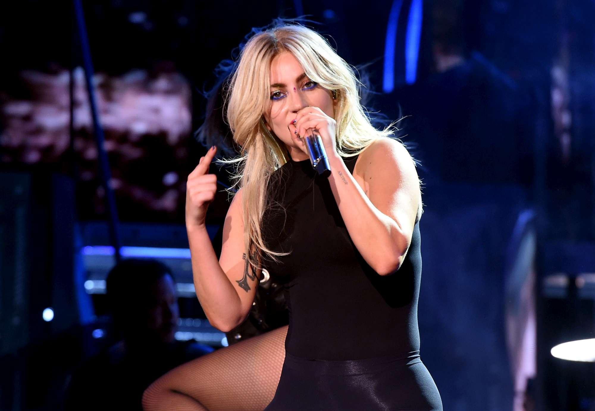 Lady Gaga, star sul palco e un nuovo singolo a sorpresa
