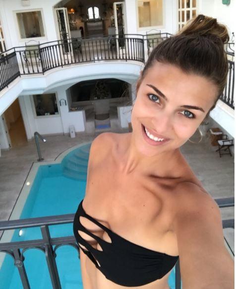 Cristina Chiabotto, un'estate in bikini e Fulco c'è