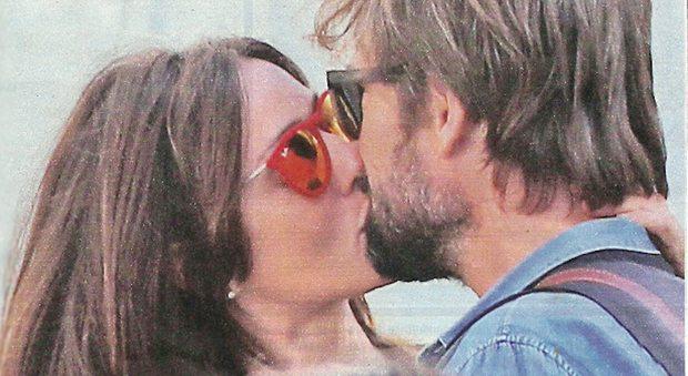 Ambra Angiolini innamorata, baci alla stazione col fidanzato Lorenzo Quaglia