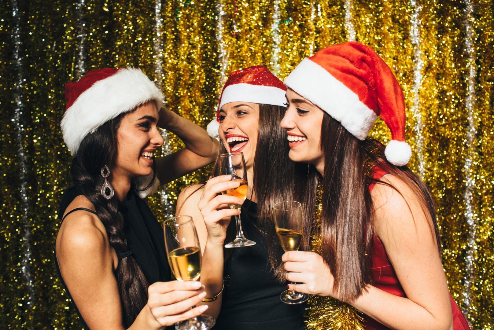 Sei single? Dieci idee per goderti le feste senza l?anima gemella