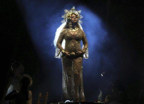 Beyonce incinta di due gemelli: la prima volta in pubblico col pancione