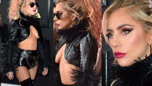 """Lady Gaga: top """"ritagliato"""", stivaloni e spine"""