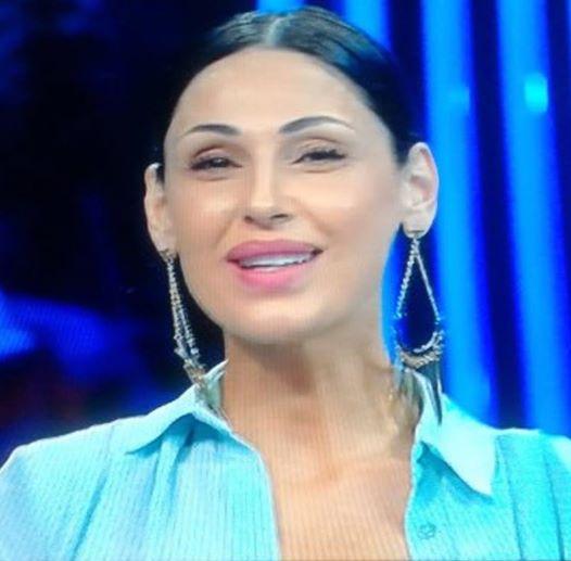 Anna Tatangelo torna in tv con Carlo Conti, ma il web insorge: