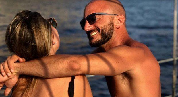 Nicolas Vaporidis innamorato, eccolo in vacanza con la nuova fidanzata