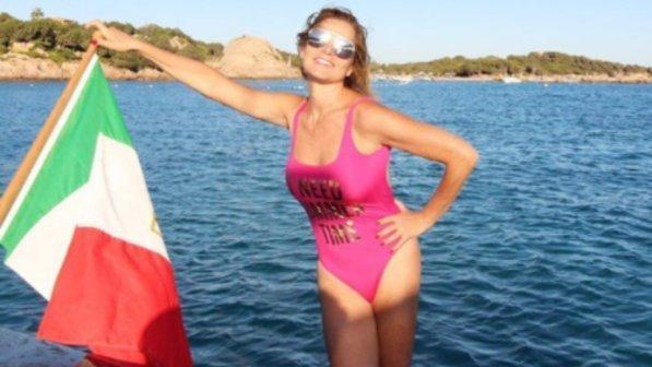 Simona Ventura, estate di allenamento in Sardegna