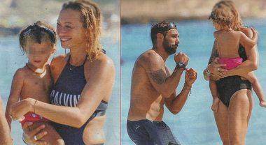 Francesco Arca papà a tempo pieno, al mare con Irene Capuano e la figlia Maria Sole