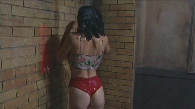 Grande Fratello Vip, Carmen sotto la doccia: che curve e... che tacchi!