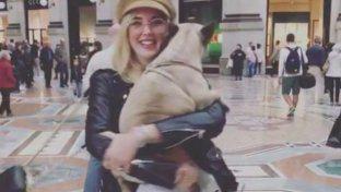 """Chiara Ferragni con la sua """"bimba"""" in braccio"""