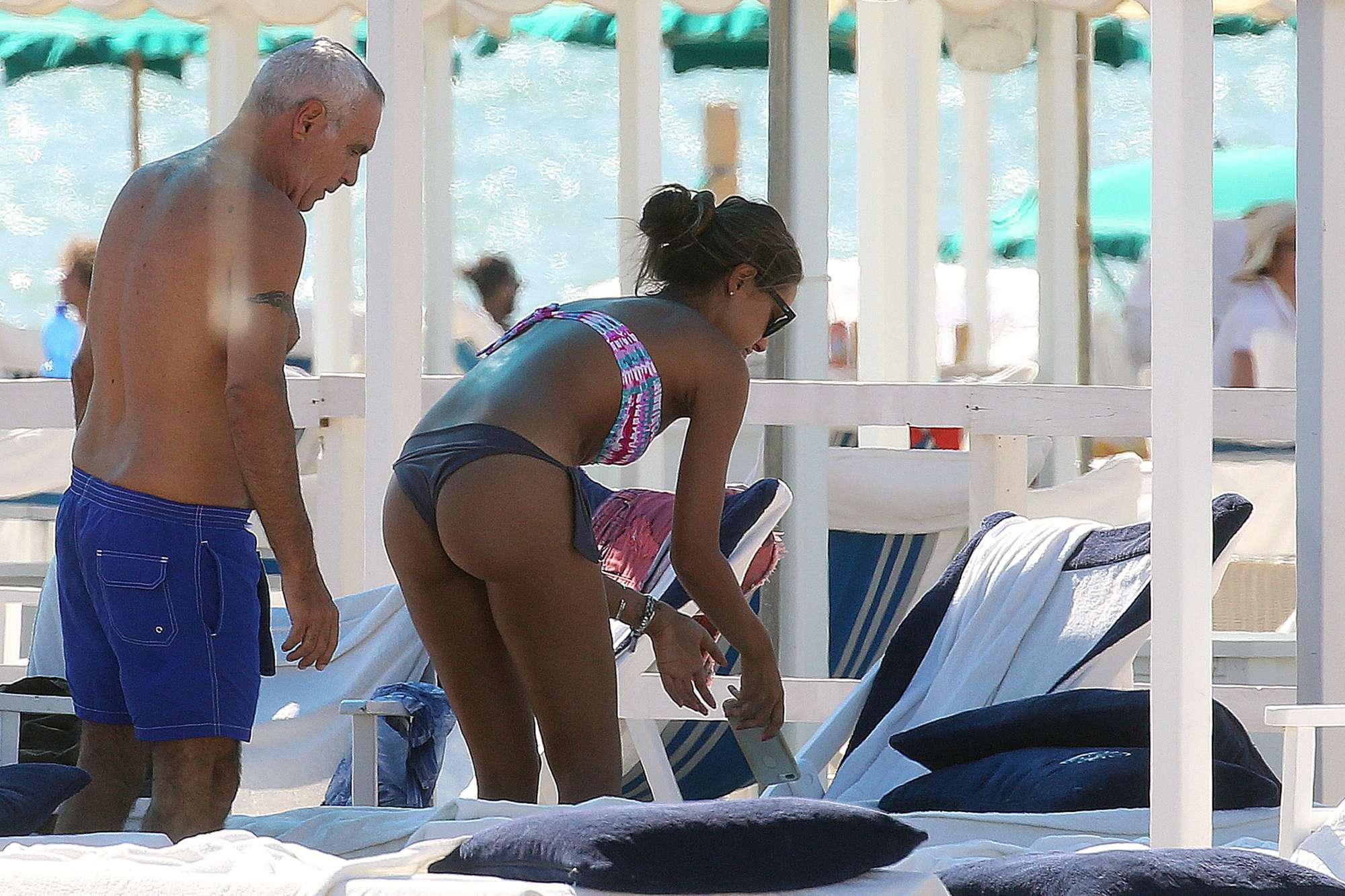 Giorgio Panariello in spiaggia a Forte Dei Marmi con la fidanzata