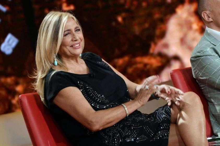 Mara Venier infortunata: si è rotta un dito del piede