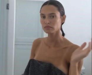 Bianca Balti dopo la doccia, che selfie bollenti