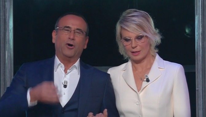 Tale e Quale Show, Maria De Filippi quarto giudice spiazza tutti. Ecco cosa ha fatto in diretta...
