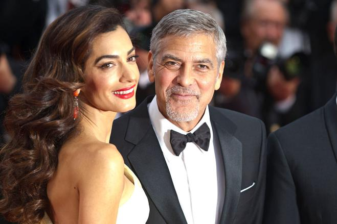 I gemelli Clooney piangono in aereo? George regala cuffie