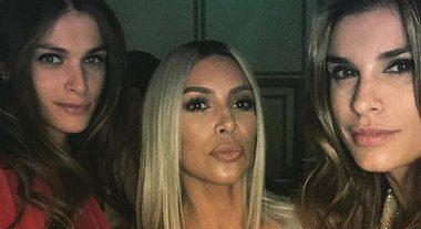 Elisabetta Canalis e le amiche star: eccola con Kim Kardashian ed Elisa Sednaoui