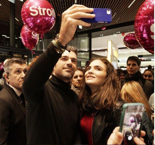 Melissa Satta e Luca Argentero inaugurano lo shopping di City Life tra i selfie