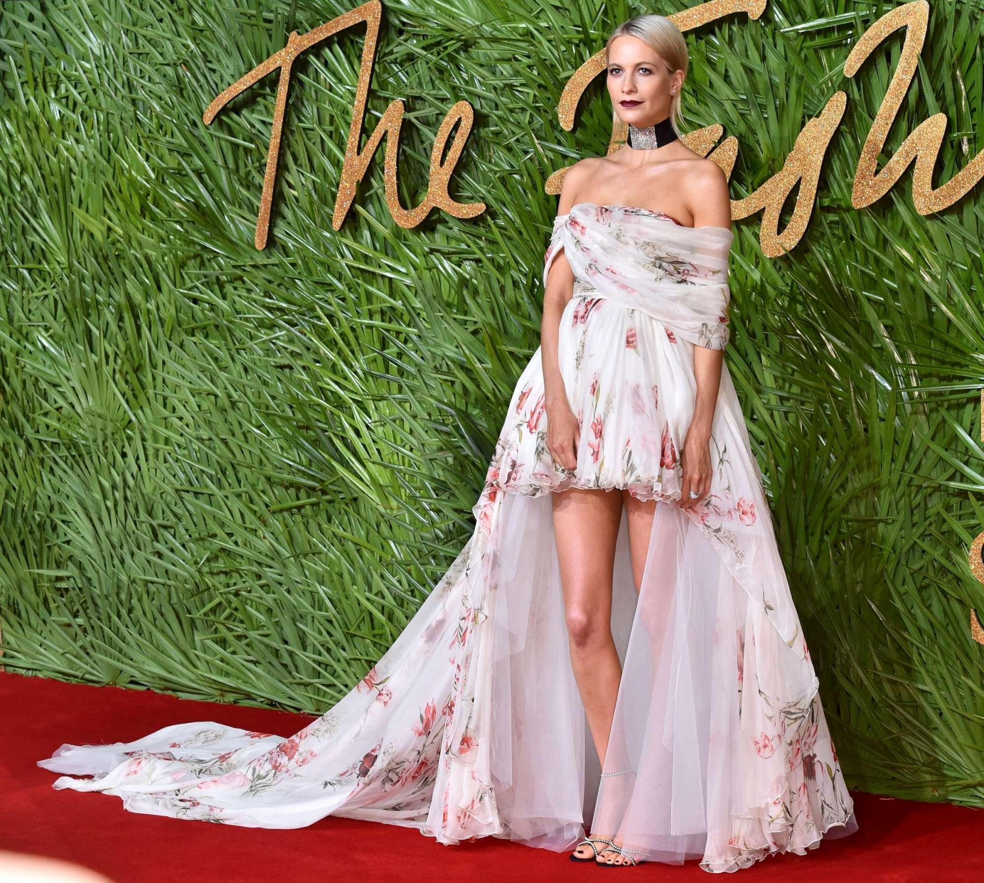 Fashion Awards 2017: da Eva Herzigova a Irina Shayk, bellezze in passerella