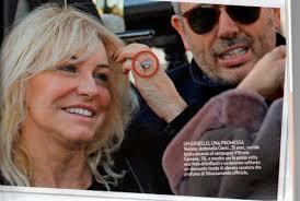 Antonella Clerici e Vittorio Garrone verso le nozze: e al dito spunta l'anello misterioso