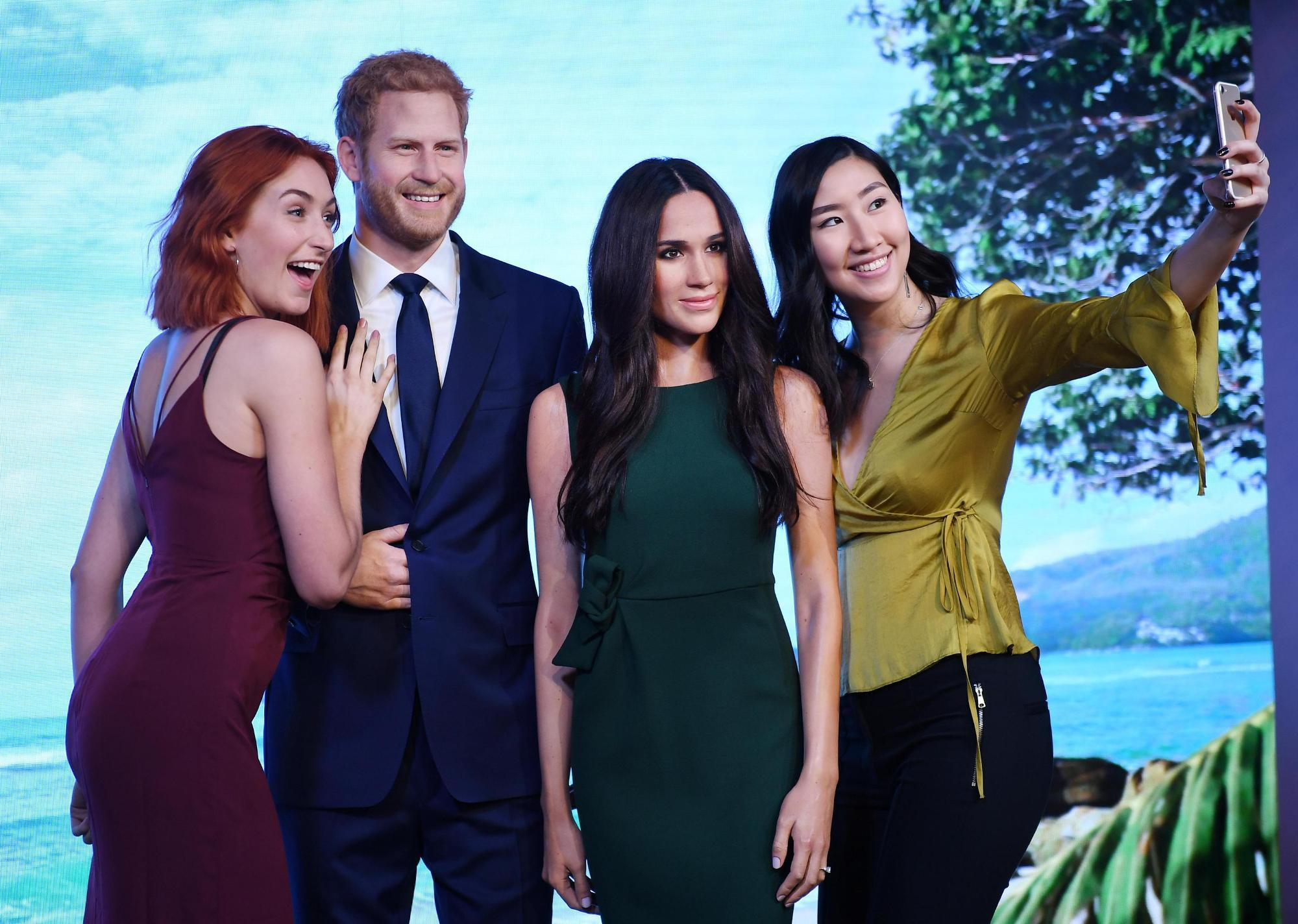 Meghan accanto ad Harry al Madame Tussauds