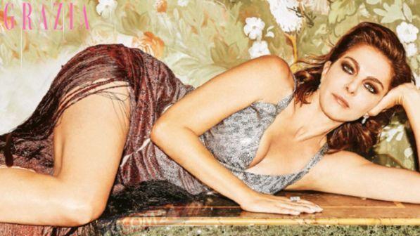 Claudia Gerini e i social: «Le richieste più strane, i feticisti vogliono le foto dei piedi...»
