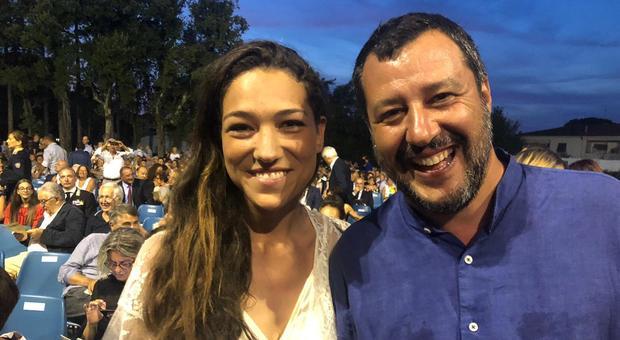 Matteo Salvini e Francesca Verdini a Forte dei Marmi: tutti in fila per un selfie