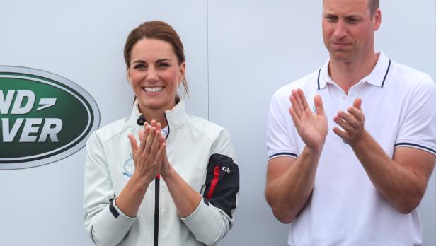 Kate e William, lezioni di stile a Harry e Meghan: in vacanza con il volo low cost