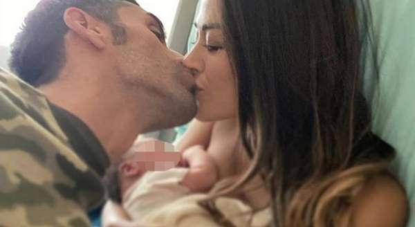 Giorgia Palmas e Filippo Magnini, la prima foto con Mia: «Il senso della vita, sogno che diventa realtà»