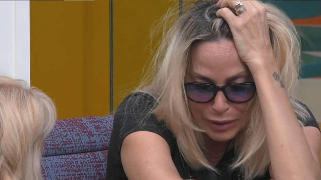 Gf Vip, lite furiosa. Stefania Orlando contro Maria Teresa Ruta: «Proprio tu che eri il mio punto di riferimento». Poi scoppia a piangere