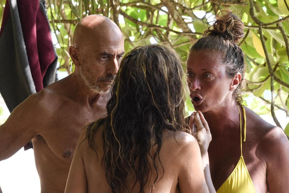Isola 2021, Valentina Persia rifiuta di salutare Fariba: «Deve sparire». Giulia Salemi furiosa su twitter